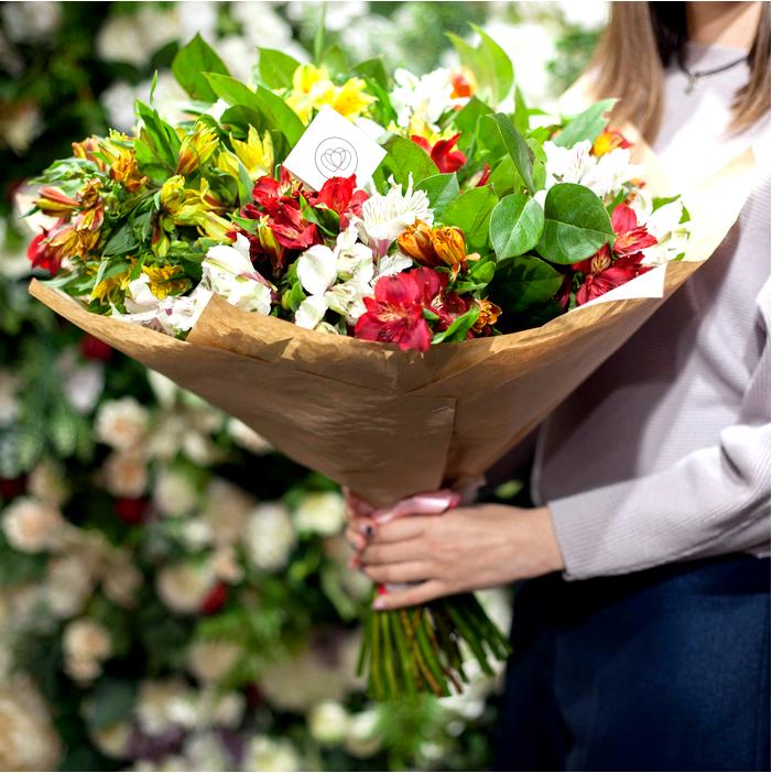Как подарить цветы женщине (как правильно их выбрать)